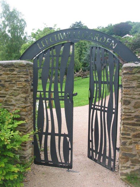 Leechwell Gardens Gates